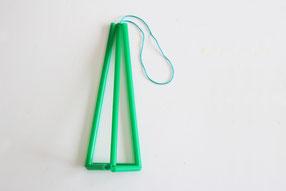 吊るし糸をつけます