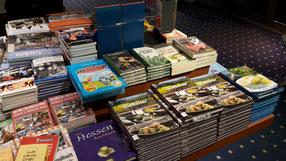 Das Buch gibt es natürlich auch im Buchhandel oder online z.B. bei Amazon und direkt hier bei uns im Shop, sogar mit Widmung, wenn gewünscht.