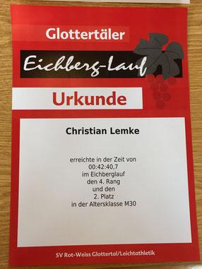 Christian hat in sein Marathontraining mal eben den Eichberg-Lauf eingebaut und den zweiten Platz in der Altersklasse sowie einen hervorragenden vierten Gesamtplatz belegt - Chapeau!