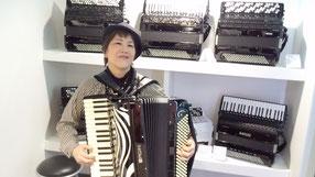 ドイツのフランクフルト・ミュージックメッセにて。世界中から楽器メーカーが集結。いろいろ試奏出来るので楽しい。