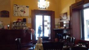 カステルフィダルドのある喫茶店。ここでカプチーノ飲んで、ゆっくり座っているだけで最高の気分。