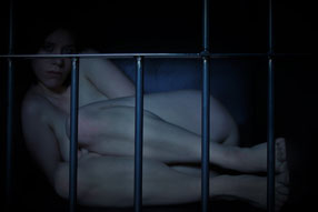 Sklavin hinter Gittern