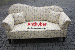 Bild:  Couch aus Passau von 1900 neu bezogen