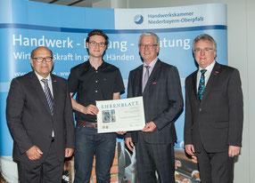 Foto: Verleihung des Ehrenblatt an Firma Anthuber für 70 Jahre Betriebsjubiläum