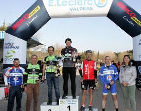 """Le podium des """"4ème caté"""" avec JC troisième."""