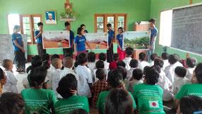 教材不足のミャンマーでは、環境教育の教材づくり も大切な活動の一つ