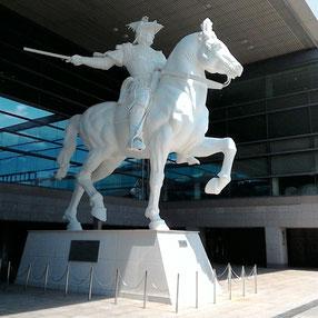 国際会議場の騎馬像