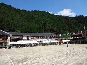 山郷区民大運動会。晴天の中、盛大に開催することができました。