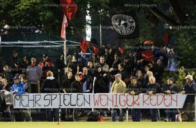 Die Fans taten auf einem Banner ihre Meinung kund. Foto: Maurice Herzog