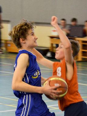 Benedikt Vollmers war oft nur durch Fouls zu stoppen. (Foto: Moradi)