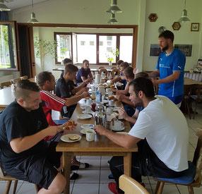 Frühstück nach der 1. Trainingseinheit