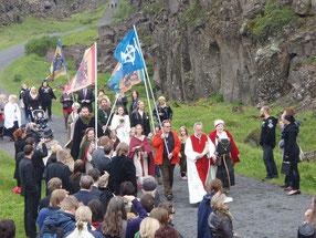 Mitglieder der Ásatrúarfélagið auf dem Weg zum Þingvellir in Island, Bild: Lenka Kovářová