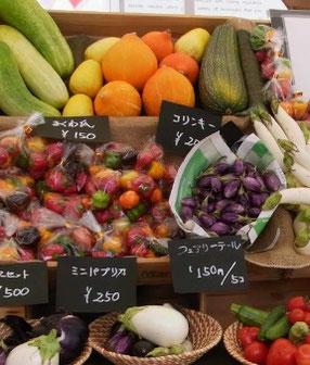 珍しい野菜が並ぶ