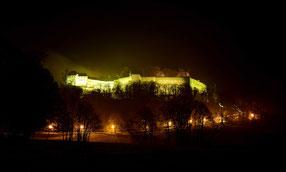 Beleuchtete Festung Königstein im Advent