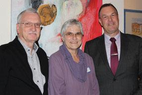 von links: Werner Tschöpe, Heike Edinger und JEDER EURO HILFT!-Schirmherr Thomas Grambow
