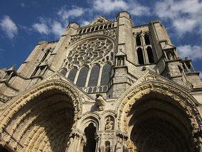 Filigran gestaltete Fassade der Kathedrale von Chartres