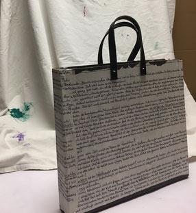Tasche aus altem Aktenordner