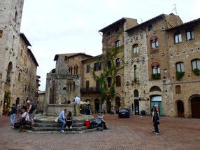 Bild: Historischer Marktplatz in San Gimignano