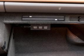 usb anschluss vom zenec Z-E7015S im handschuhfach für iphone-steuerung im porsche boxster
