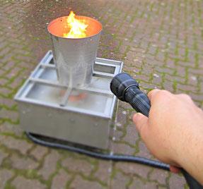 Unser gasbetriebener Brandtrainer beim Feuerlöschertraining