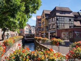 Mon Père est né en Alsace. Après ses 19 ans il est venu en suisse mais ses proches sont restés en France. Ce qui m'oblige à leur parler en français et de l'apprendre. Quand j'étais petite, à la maison, on parlait la plupart du temps en français. On avait