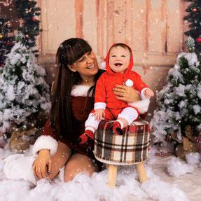 moeder kind kerstboom