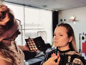 make-up before photosession