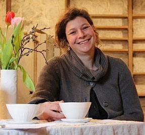 Laura Sebestyén ist die neue Hessenpark-Töpferin. In ihrer Werkstatt soll auch das exklusive Hessenpark-Geschirr entstehen. Foto: Ursula Konder