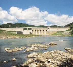 金山ダムにつづき空知川に建設された滝里ダム(滝里ダム管理支所蔵)