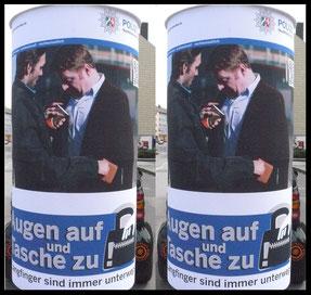 Augen auf und Tasche zu, Polizei NRW, Diebstahlprävention ; Aussenwerbung ; mobile  Werbesäule ; Reklame ; Werbung ; mobile Außenwerbung ; refix GmbH ; advertising ; pillar ; column ; günstig; inovation ; einzigartig ; unique