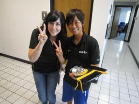 流暢な日本語を話すジェニファーさんと記念撮影