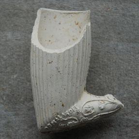 Deze pijp is gevonden in een Goudse pijpenstort met veel pijpen van Van Der Want, Jan de Gidts, Jan Prince en Arie Glas