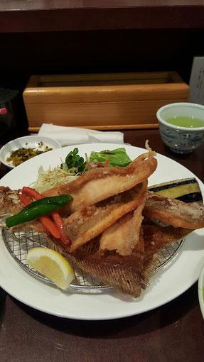 この写真は鰈(かれい)のから揚げです。銀鱈は用意できませんでした。ごめんなさい。
