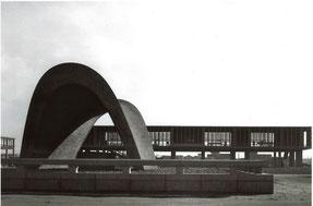 「広島ピースセンター」 慰霊碑と原爆記念陳列館