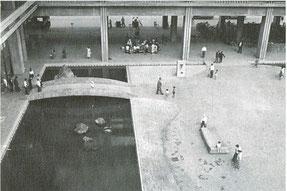 竣工当時の南庭