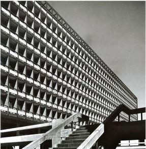 「東京都庁舎」 1957年