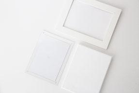 フレームはフォトフレームやキャンバスボード、アクリルフレームなどなんでもOK!ダンボールに布を貼ったものでも代用できます。