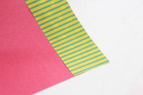 折り紙を2色貼り合わせる