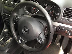 VW Golf ステアリングホイールの擦れ修理