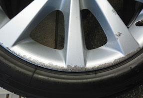 シルバー塗装ホイールのガリ傷口と塗膜はがれ  トータルリペア ラディックス