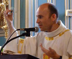 Comment rejoindre les jeunes là où ils sont pour les interpeller ? Très simple : P; Daniel a dégainé son hand spinner pour faire comprendre de manière magistrale la Très Sainte Trinité !