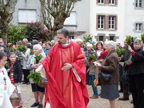 Bénédiction des rameaux par le P. Tanneguy de Saint Martin