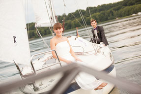 Paarshooting mit Brautpaar auf Segelboot
