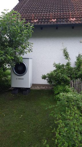 Außengerät einer installierten Boschwärmepumpe © iKratos
