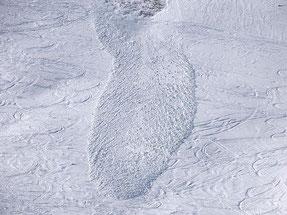 Una valanga di neve bagnata