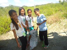 ゴミ拾いも友達と一緒なら、楽しい活動に早変わり!
