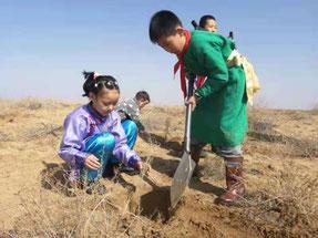 子どもたちにとって、久しぶりの植林活動となった。
