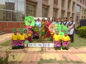 環境ワークショップでは緑化の大切さを伝える劇を行いました