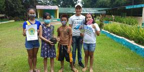 フィリピンでも、学校や家庭など55か所で実施、422人が参加した (写真:バゴ市 クリステータ A ドーミド小学校)