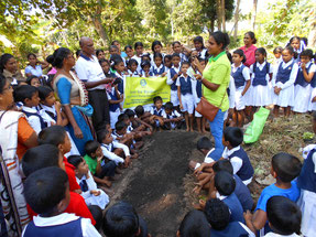 農業の要である土づくりの講義から実習がスタート